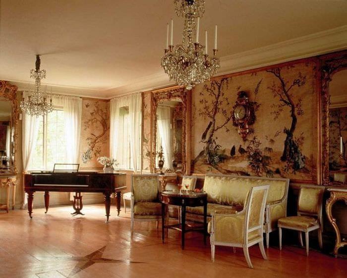 яркий интерьер квартиры в стиле рокко