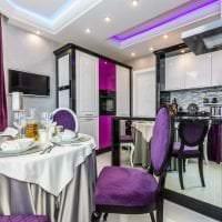 современный интерьер кухни в фиолетовом цвете фото