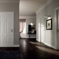 межкомнатные двери в интерьере гостиной фото