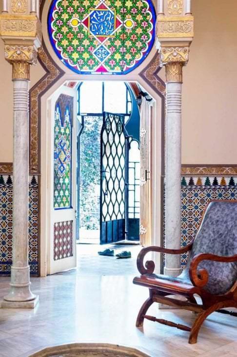 мозаичный витраж в декоре комнаты