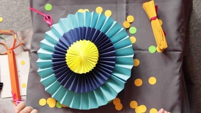 идея яркого декора праздника бумагой