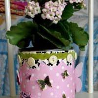 идея оригинального декорирования цветочных горшков фото
