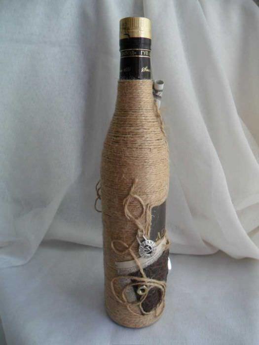 идея шикарного декорирования бутылок шампанского шпагатом