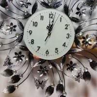идея красивого декорирования настенных часов своими руками фото