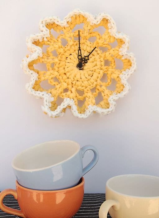 идея необычного украшения часов своими руками