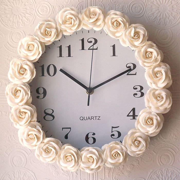 вариант красивого украшения настенных часов своими руками