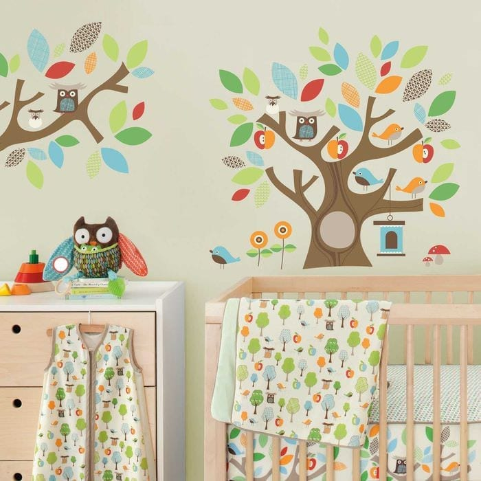 идея яркого декора детской комнаты