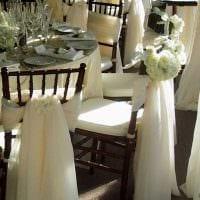 вариант шикарного декора стульев фото