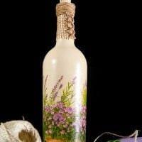 вариант необычного украшения бутылок шампанского шпагатом картинка
