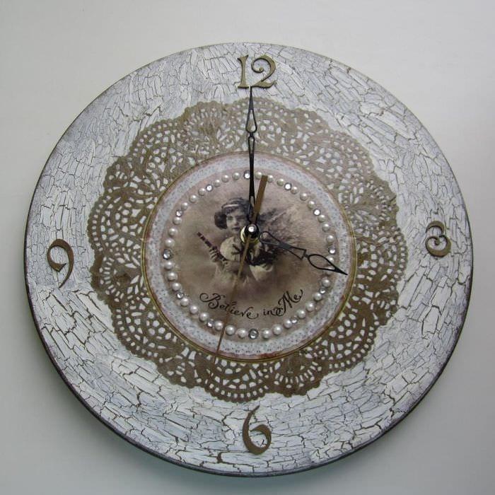 идея необычного декора часов своими руками