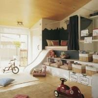вариант красивого декорирования детской комнаты фото