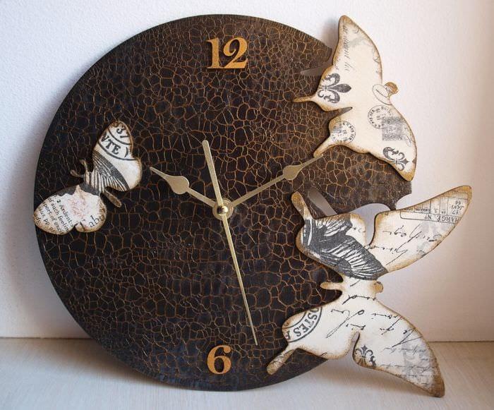 идея необычного украшения настенных часов своими руками