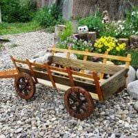 яркое украшение садового участка подручными материалами фото