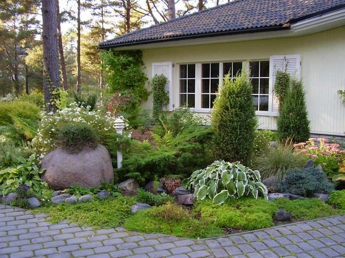 яркое декорирование сада своими руками