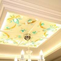 мозаичный витраж в декоре гостиной картинка