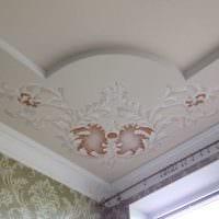 яркое декорирование потолка рисунком фото