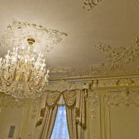классическое декорирование потолка принтом картинка