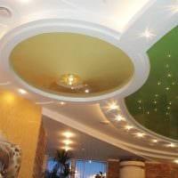 красивое оформление потолка принтом фото