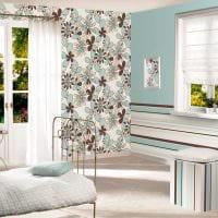 комбинирование ярких цветов в декоре комнате картинка