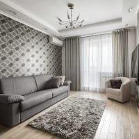 сочетание ярких обоев в декоре гостиной комнаты фото