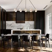 комбинирование темных оттенков в фасаде кухни фото