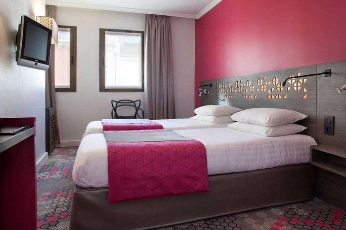 комбинирование темных цветов в декоре спальни