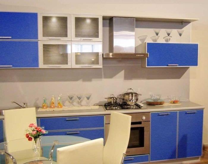 комбинирование ярких оттенков в декоре кухни