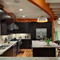 комбинирование ярких цветов в фасаде кухни фото