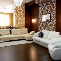 сочетание ярких обоев в декоре гостиной картинка