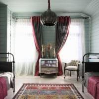 комбинирование темных штор в декоре гостиной картинка