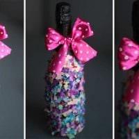 оригинальное украшение бутылок разноцветными ленточками фото