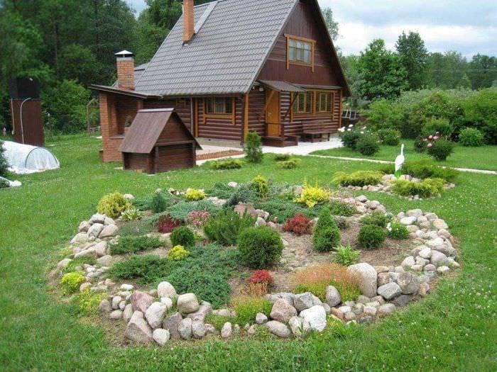 оригинальное оформление дизайна загородного дома камнями