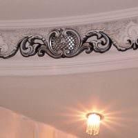 классическое украшение потолка аксессуарами фото