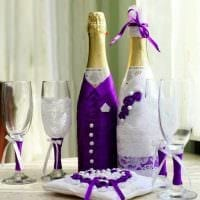 оригинальное декорирование бутылок шампанского разноцветными ленточками фото