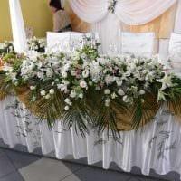 оригинальное декорирование свадебного зала цветами картинка