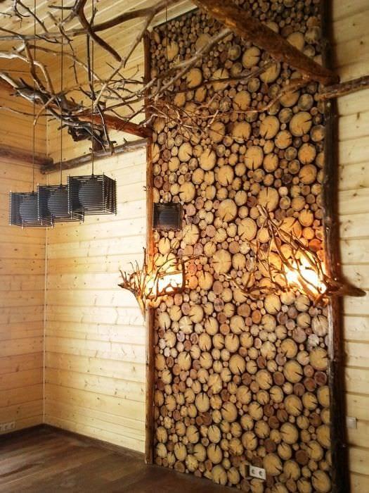 красивый декор квартиры со спилами дерева
