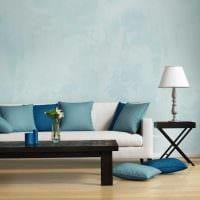 яркий интерьер гостиной в голубом цвете картинка