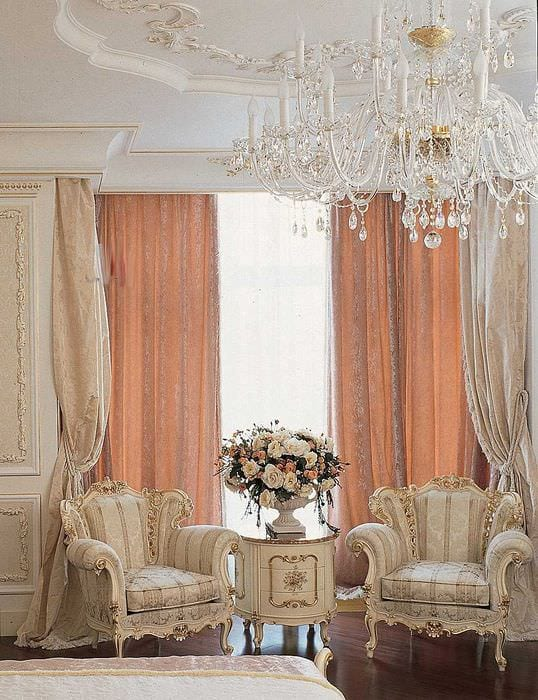 светлый декор комнаты в стиле ампир
