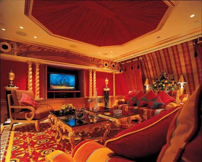 яркий интерьер комнаты в восточном стиле