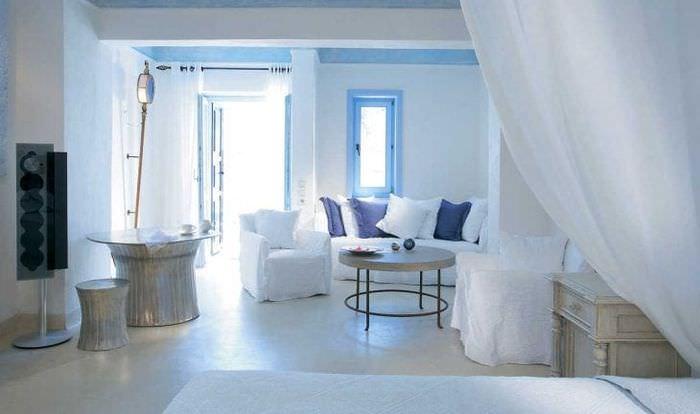 необычный интерьер квартиры в греческом стиле