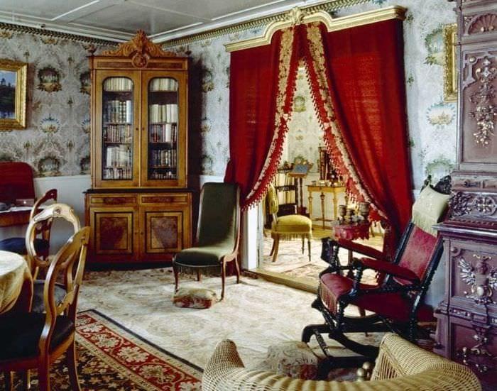 красивый интерьер дома в викторианском стиле