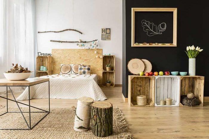 красивый интерьер квартиры со спилами дерева