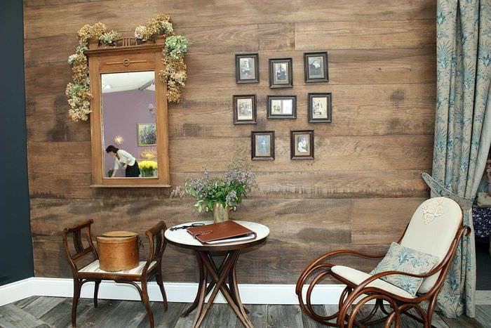 яркий декор квартиры со старыми досками
