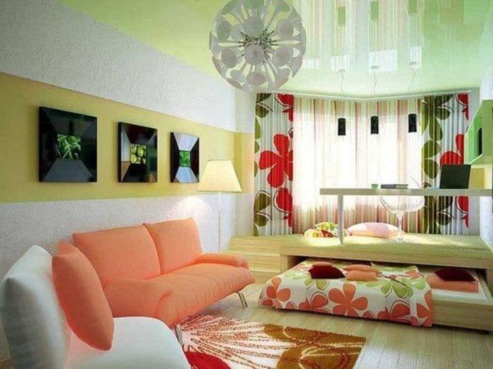яркий декор спальни и гостиной в одной комнате