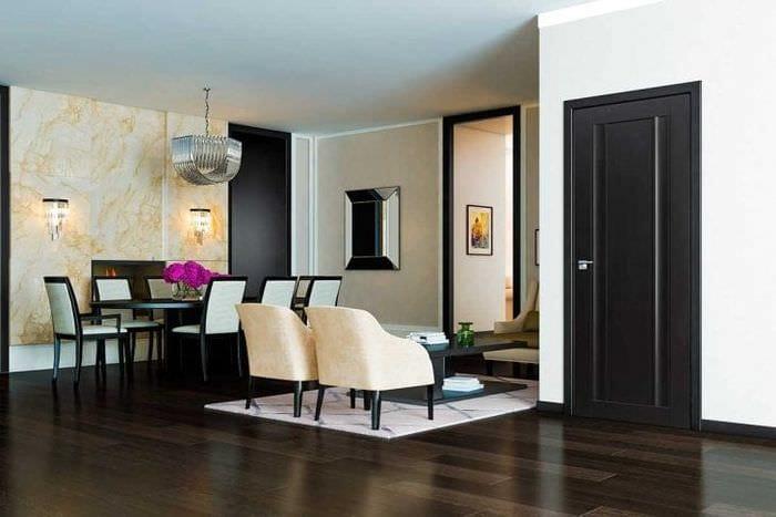 Фото межкомнатные двери сочетание с обоями