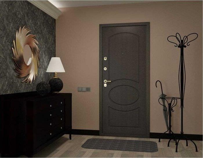 темные двери в интерьере комнаты