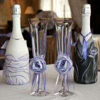 оригинальное оформление бутылок шампанского разноцветными ленточками фото