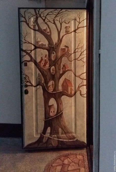 оригинальное декорирование межкомнатных дверей подручными материалами