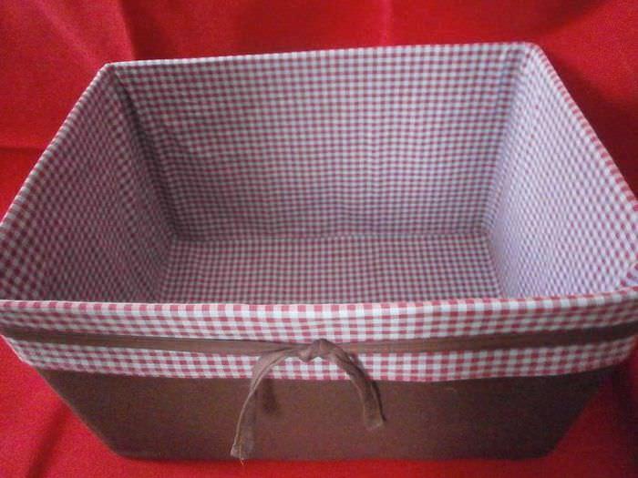 оригинальное украшение картонных коробок подручными материалами