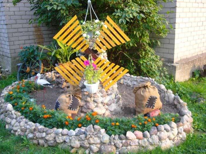 красивое оформление декора дачи камнями
